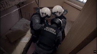 Niebezpieczny więzień barykaduje się w celi! [Zakład Karny]