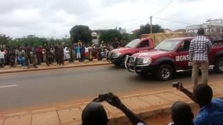 preview picture of video 'Bénin : Défilé de la Fête de l'indépendance 2013 à Abomey-Calavi. Pompiers motorisés'