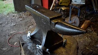 Tools - Cleaning and Securing an Old 103 kg Anvil to a Stump