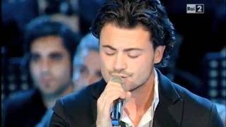 Vittorio Grigolo sings in the Concerto di Natale, Roma