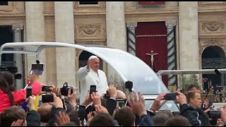 preview picture of video 'Pope Francis 2015 Easter Mass in Vatican City'