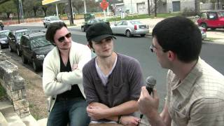 Красная шапочка , MovieManMenzel asks Shiloh Fernandez about his role in Skateland