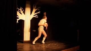 роль Зайца : постановка в костюме зайца