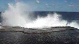 preview picture of video 'Mapu'a 'a Vaca Blowholes'