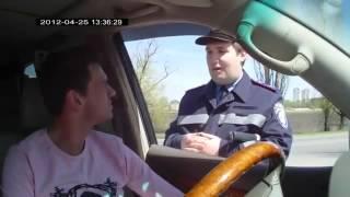 Украинский полицейский поставил на место Россиян