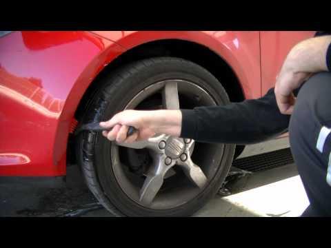 Limpieza de pasos de rueda con cepillo Vikan