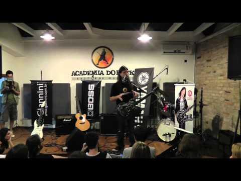 Rafael Bittencourt (do Angra) sobre as instalações da Academia do Rock