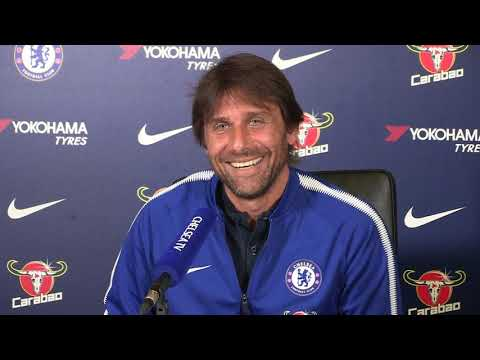 Antonio Conte's press conference interrupted by a phone call from his wife