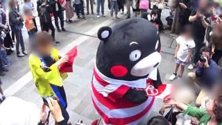 くまモン チラシ配布中PART1@博多駅前 ラグビー国際テストマッチ熊本開催PR