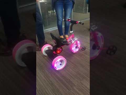 76586 Велосипед 3-хколесный без ручки, с 3-мя мелодиями, светящиеся колеса, пластм. сиденье, 3 цвета