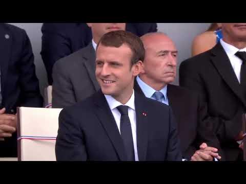 Groteska v Paříži: Vojenská dechovka místo marše zahrála prezidentům populární Daft Punk