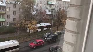 Прикол 2018 №19 (Водитель автобуса на тротуаре)
