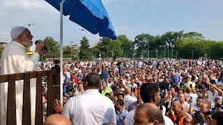 عشرات الآلاف يستقبلون الدكتور عمر في إيطاليا لآداء صلاة العيد