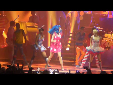 Katy Perry - Hot N' Cold & Last Friday Night (T.G.I.F.) Live @ Zénith Paris 07/03/2011