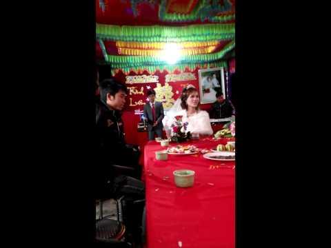 Chú rể hát tặng cô dâu bài Cầu Vồng Sau Mưa. Bảo sao cô dâu không khóc