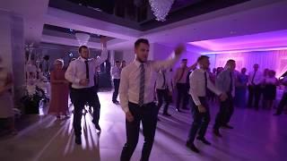 Taniec Niespodzianka Dla Pani Młodej. Pan Młody Tańczy Z Kolegami - Magda I Mateusz