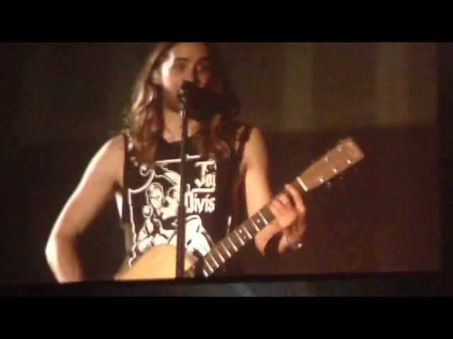 Jared Leto sings Alibi to cute child - Little Ivy