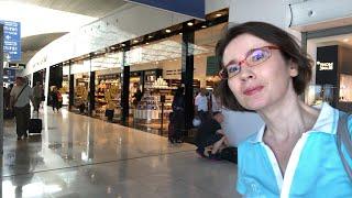 Food Hunt in CDG Airport - Paris!