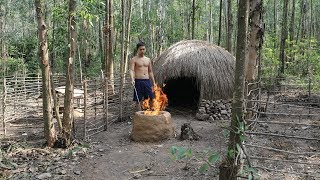 20 Days Survival Challenge In A Rain Forest
