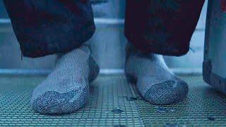 【穷电影】男子被困北极数日,当他脱下袜子,眼前的一幕却触目惊心