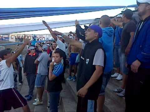 """""""Fumando porro tomando vino"""" Barra: Los Villeros • Club: Cerro"""