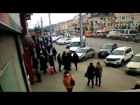 Столб спас жизнь женщина в Калуге