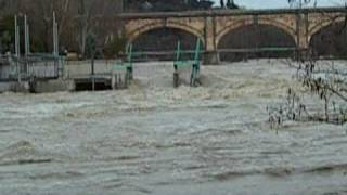 preview picture of video 'Piena del Tevere 2010 - Ponte San Giovanni'