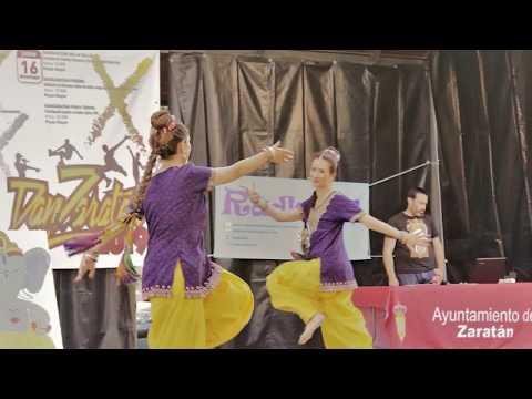 Muestra danzas indias