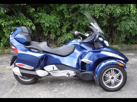 2011 Can-Am Spyder® RT Audio & Convenience SE5 in Wauconda, Illinois - Video 1