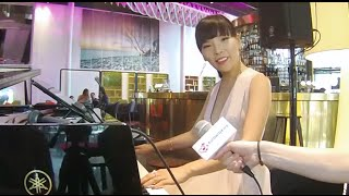 Dami Im - Piano skills during an interview! #WOW 2016