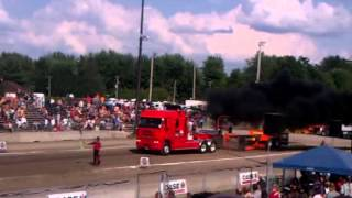 preview picture of video 'V24 perterbuilt pulling 70 000lbs at Saint-Hyacinthe, QC'