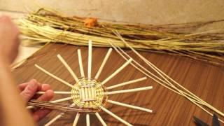 Плетение донышка из лозы на шаблоне
