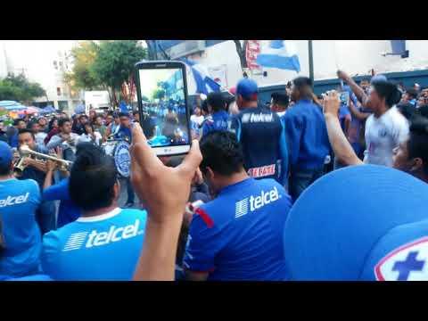 """Hinchada celeste"" Barra: La Sangre Azul • Club: Cruz Azul"