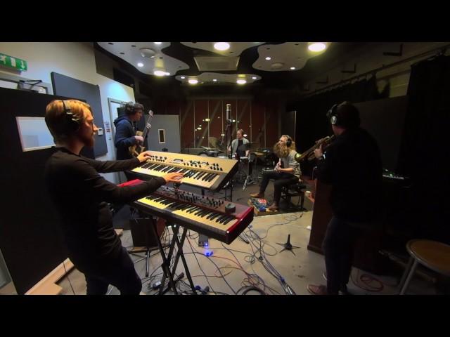Wardrobe Quintet – Flight (Live in Studio)