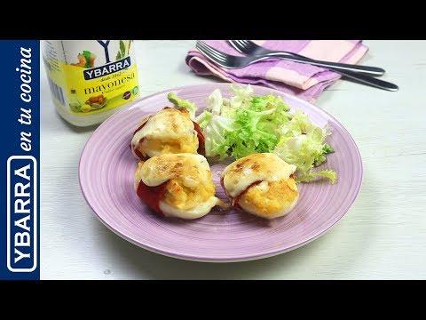 Huevos rellenos de pollo y pimientos del piquillo gratinados con mayonesa - Recetas Fáciles