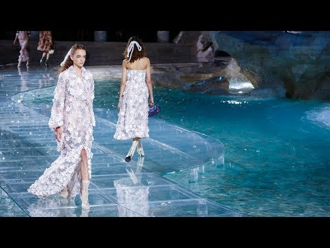 Fendi | Haute Couture Fall Winter 2016/2017 | Full Show
