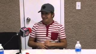 El bloguero Mario Aguilar, conocido por sus personajes de mujeres celosas estuvo en La Paz
