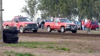 preview picture of video 'F100 vs Silverado 402 m tierra'