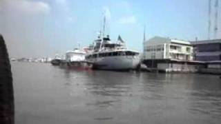 preview picture of video 'Samut Prakan Pier, Ferry to Phra Pradaeng, across the Chao Phraya River, Thailand.'