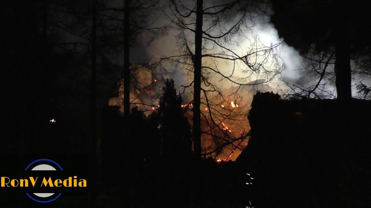 Grote brand in leegstaande woonboerderij