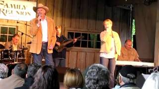 Dolly Parton Family Singing  Oh The Pain Of Loving You Dollywood Pigeon Forge, Tenn