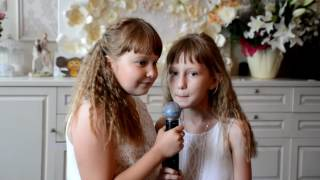Две девочки классно поют на юбилее для своей бабушки