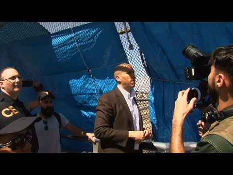 Senator and Democratic presidential candidate Cory Booker crossed back over the U.S. southern border on Wednesday, traveling to Ciudad Juarez, Mexico, to meet with migrants attempting to seek asylum in the United States. (July 4)
