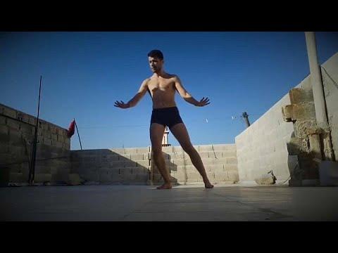 «Χορός ή θάνατος», ο όρκος του πρόσφυγα Αχμάντ