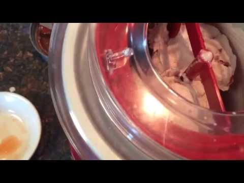 Video Hamilton Beach Ice Cream Maker No Rock Salt No Ice 1.5 Quart model 68881 Review