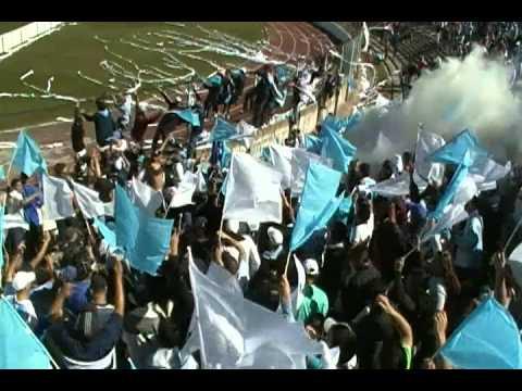 """""""LOS VILLEROS ENTRANDO EN LA CHILE (cerro 1 penadoy 0)"""" Barra: Los Villeros • Club: Cerro"""