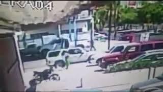 Sujetos en una camioneta blanca arriban a la llantera Marrufo
