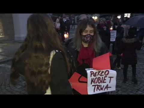 Wideo1: Protest kobiet na leszczyńskim rynku