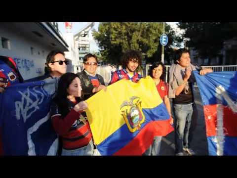 La felicidad de los hinchas ecuatorianos antes del partido con Velez Sarsfield