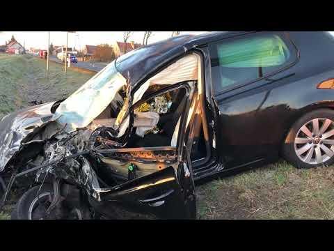 Wideo1: Volkswagen golf zderzył się z autokarem w Jędrzychowicach